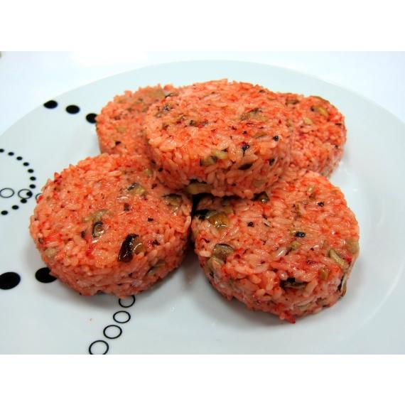 使用在地100%台灣米,搭配紅麴珍菇,讓您自由變化想要的內餡